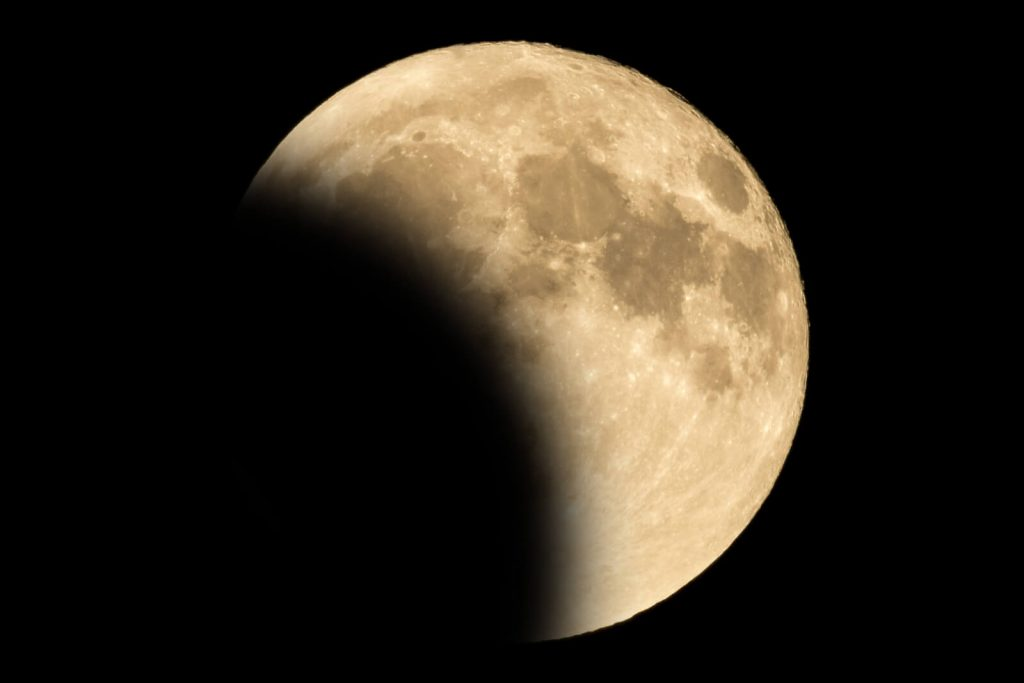 This image has an empty alt attribute; its file name is bigstock-Lunar-Eclipse-Full-Moon-Luna-276196555-1024x683.jpg